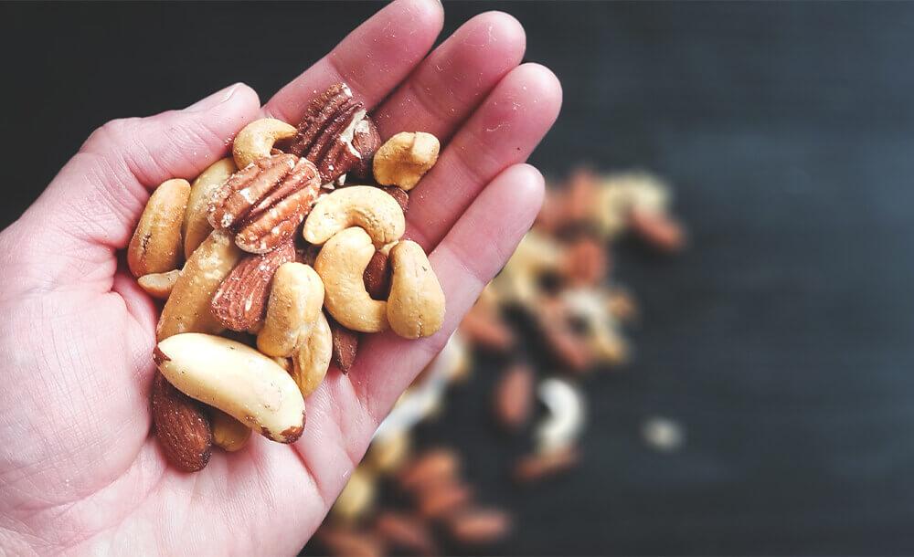 体がストレスと戦えるコンディションをつくります。血糖値のコントロールで低GIのナッツはおすすめ。